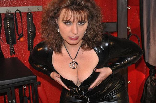 fetisch-hardcore-webcamschlampe-bietet-hier-gratis-sexcam-abenteuer